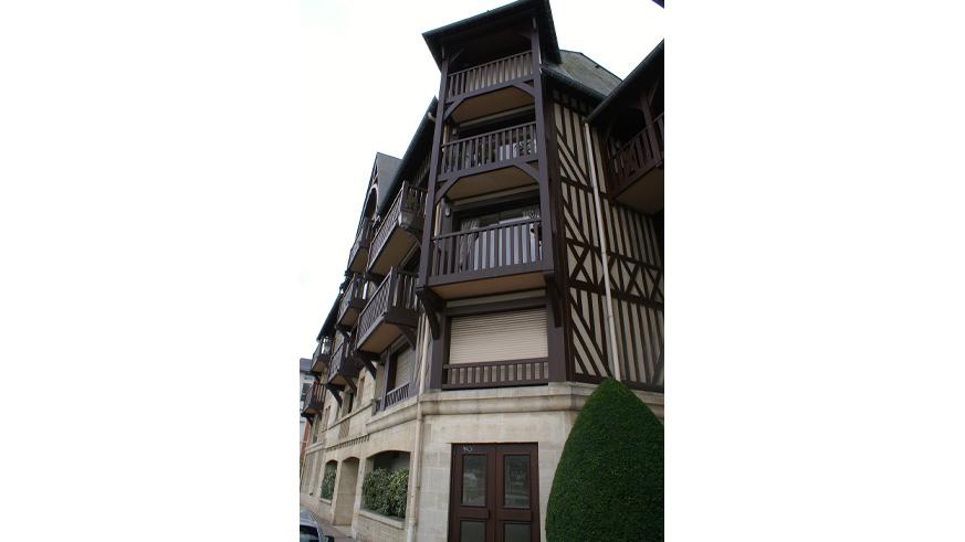 balcon bois menuiserie côte fleurie calvados normandie